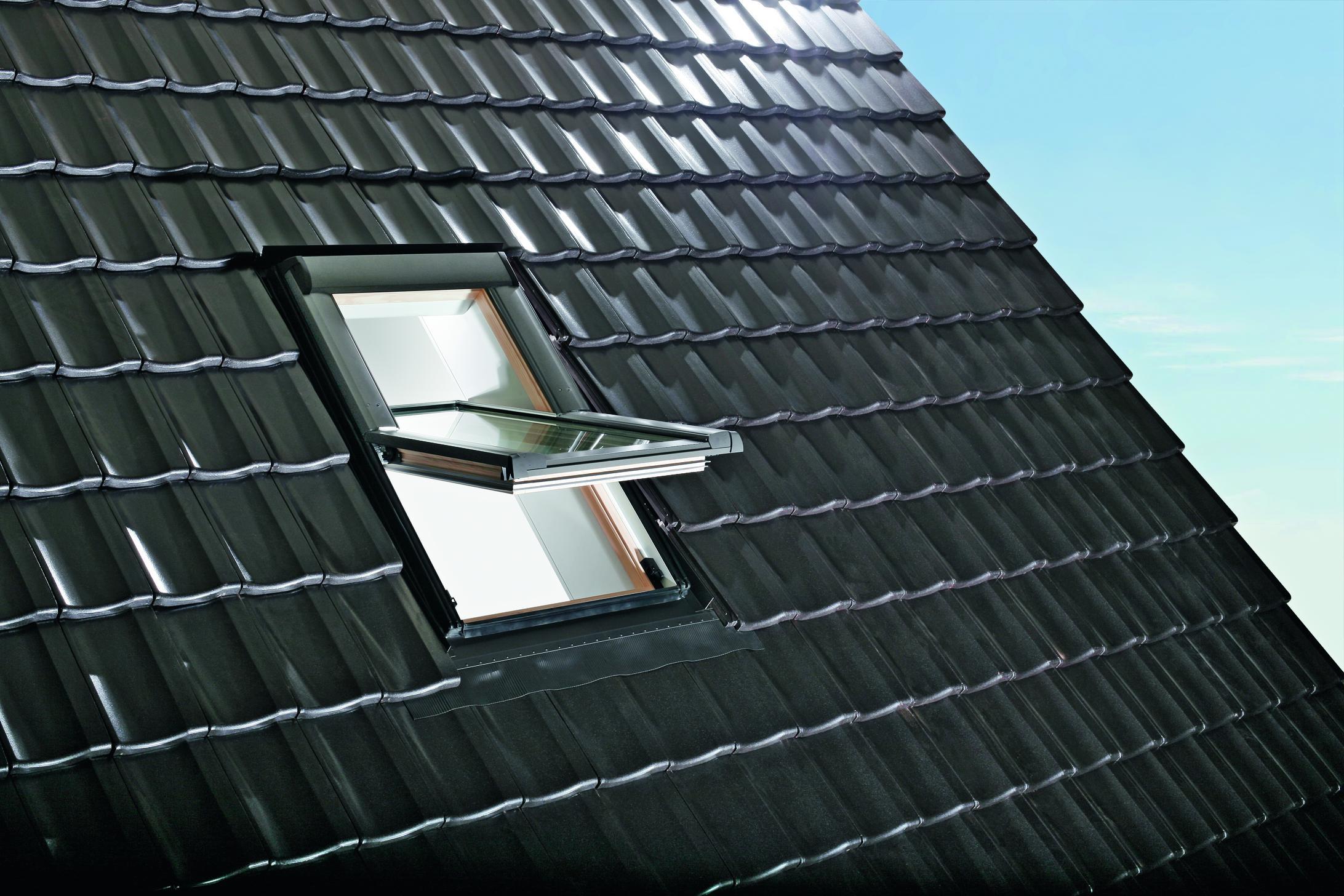 Designo R69P H WD fa középen billenő tetőtéri ablak fotó