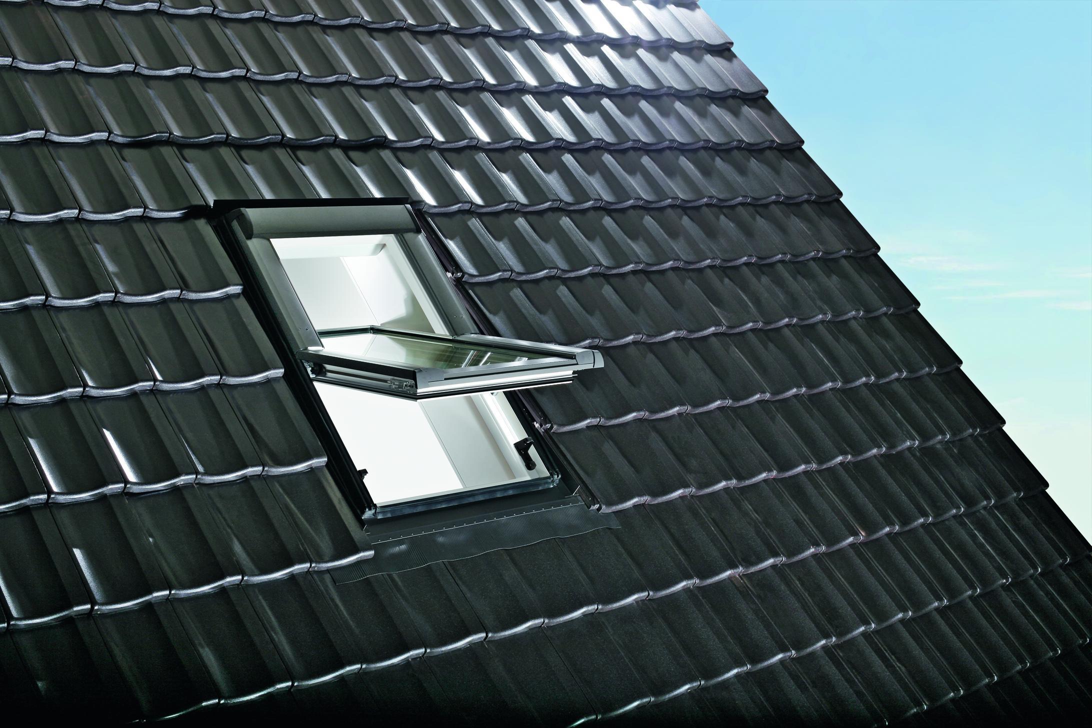 Designo R69G K WD műanyag középen billenő tetőtéri ablak fotó