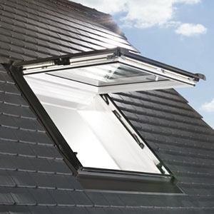 Designo R89G H fa felnyíló tetőtéri ablak fotó